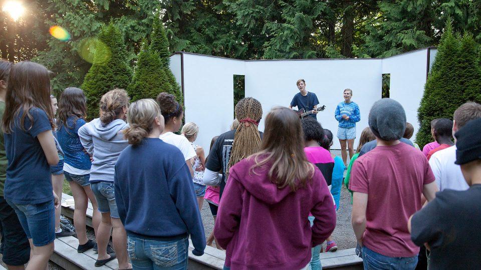 youth-camp-worship-1